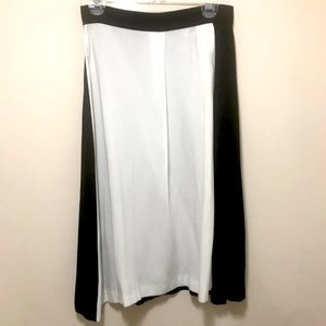 Zara Black and White Flowing Skirt. Size: S